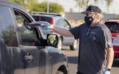 Spring Valley Principal T. Larnerd distributes Chromebooks to families. Credit: Las Vegas Review-Journal