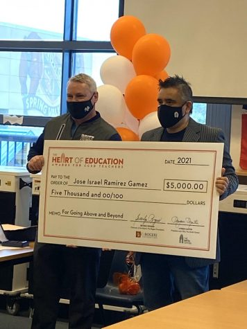 Principal Tam Larnerd (left) and teacher Israel Ramirez (right) Photo credit: @GrizzliesSvhs on Twitter